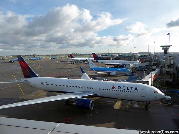 delta klm planes amsterdam schiphol airport