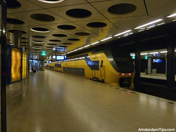 schiphol airport train station