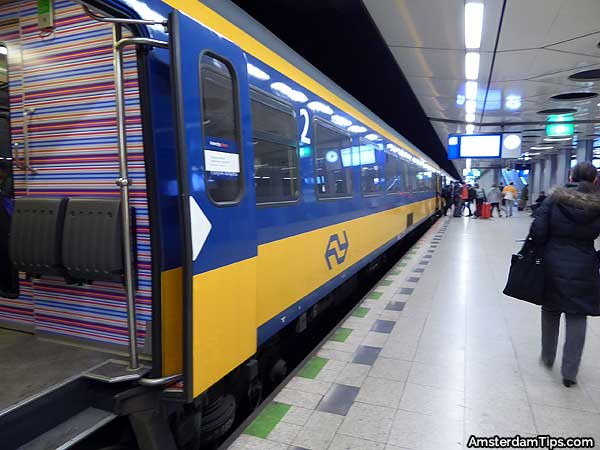 amsterdam schiphol airport train station