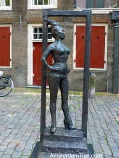 red light belle statue amsterdam