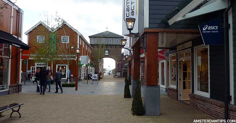 garaje Compatible con Búsqueda  Batavia Stad Fashion Outlet - Discount Mall in Lelystad (near Amsterdam)
