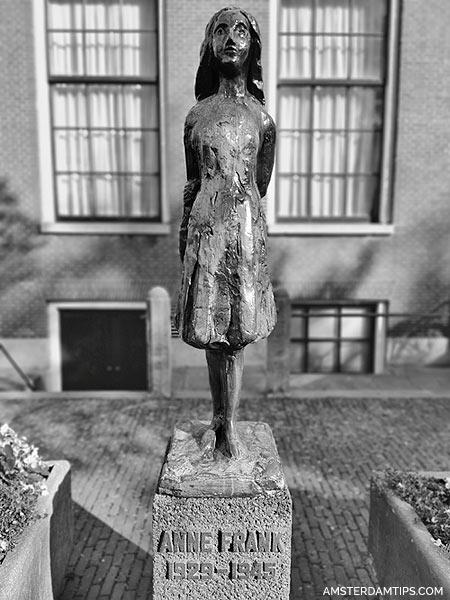 anne frank statue westermarkt amsterdam