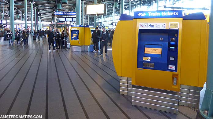 schiphol airport station hall