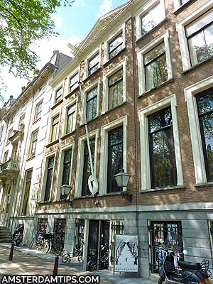 cat cabinet building amsterdam