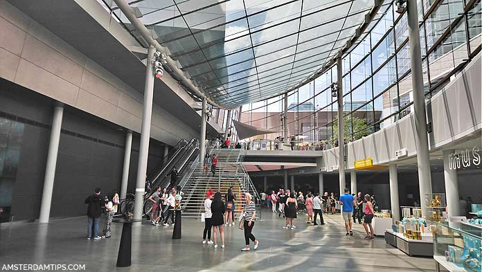 van gogh museum amsterdam entrance hall