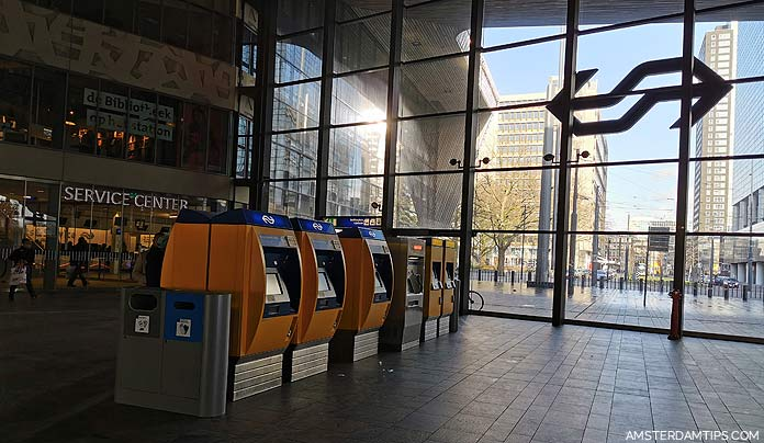 rotterdam central station ticket machine and service center