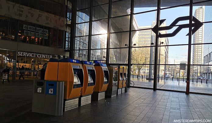 rotterdam central station ticket machine and service center