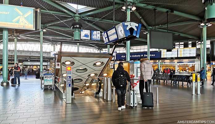schiphol airport escalators to rail platforms