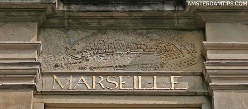 huis marseille plaque