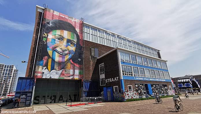 straat amsterdam museum building